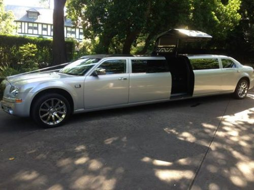 526 x 394 Mylimo Chrysler silver and black with jet door
