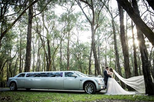 500 x 333 Wedding limo hire Melbourne