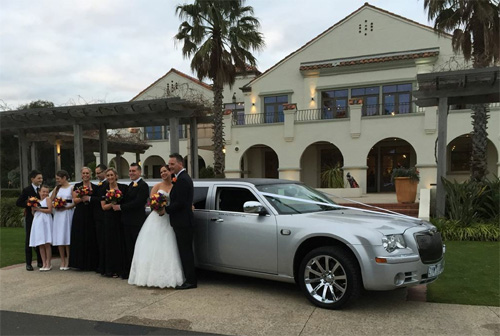 500 x 336 Mylimo Melbourne wedding limousine hire