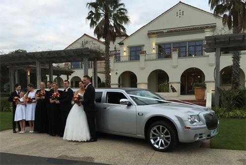 500 x 336 Mylimo Melbourne wedding limousine hire